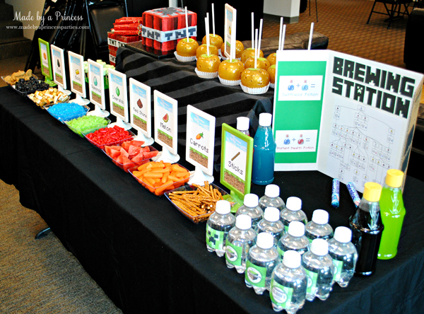 Ultimate Minecraft Birthday Party table with food and brewing station #minecraft #minecraftparty #minecraftbirthday