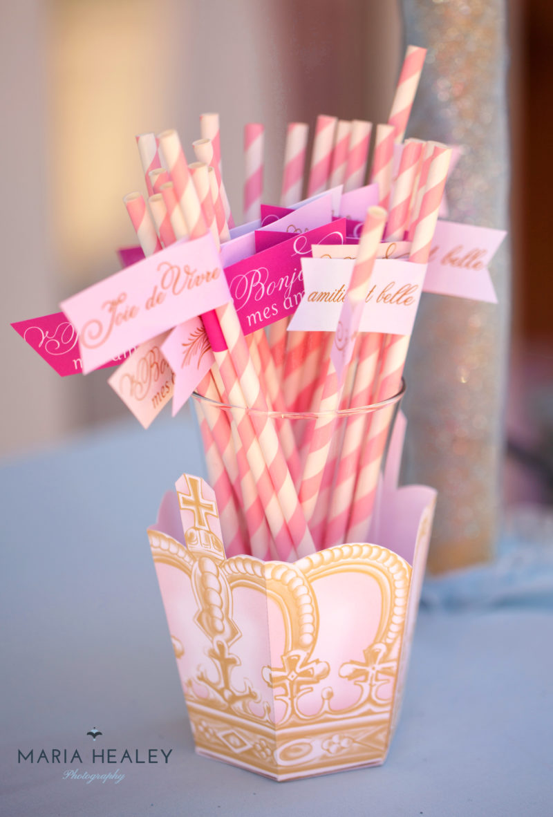 Marie Antoinette-straw-flags