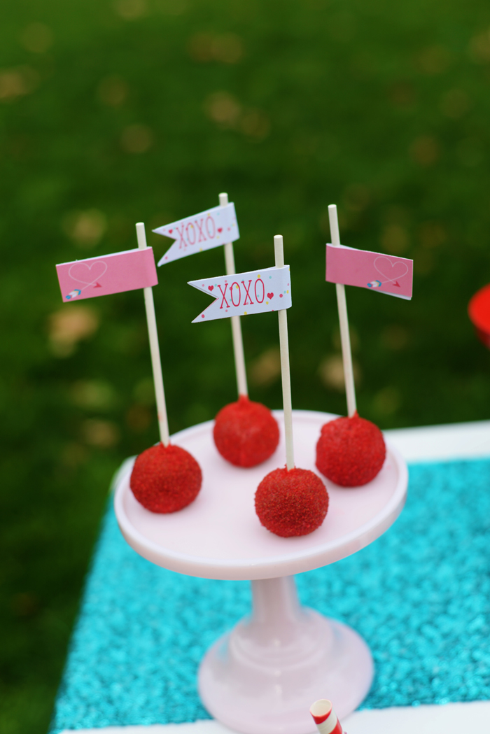 Creative Kids Valentine Party Ideas cake pops
