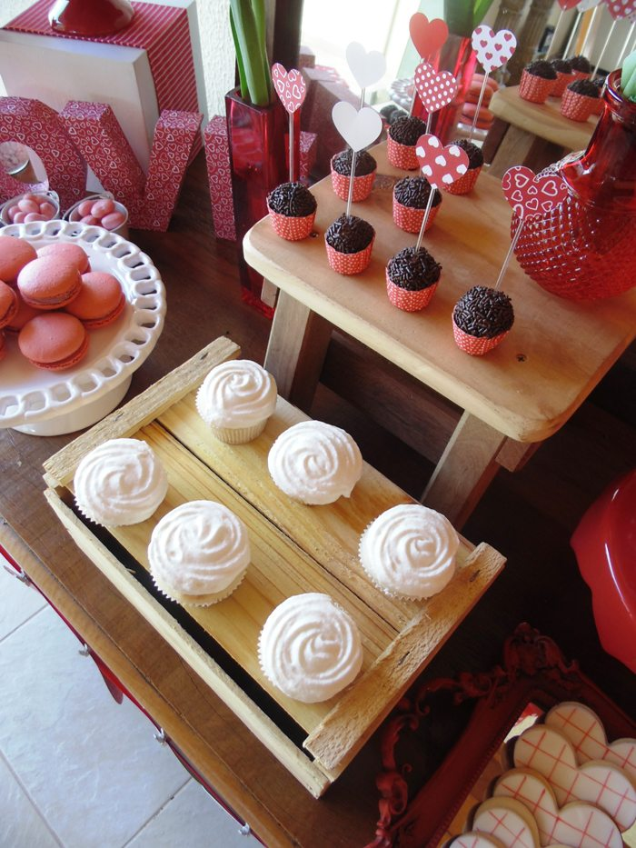 sweet on you valentine party cupcakes