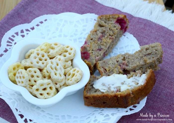 holiday-cranberry-honey-almond-banana-bread-honey-comb-snack-with-slices