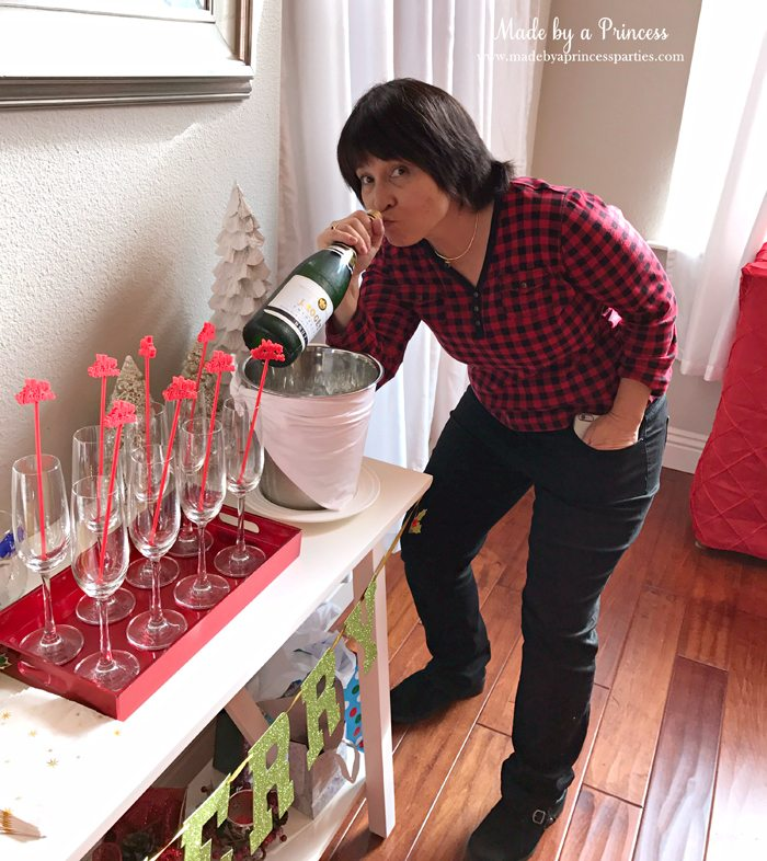 budget-friendly-holiday-mimosa-bar-party-photobomber
