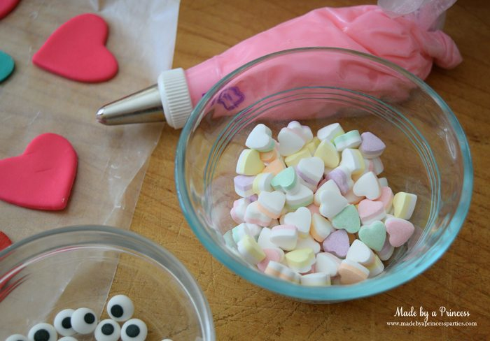 mini-lovebug-cupcakes-tutorial-brachs-valentinys-mini-double-layer-hearts-candy