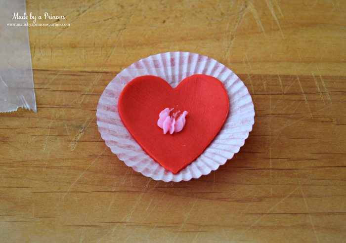 mini-lovebug-cupcakes-tutorial-fondant-heart-on-mini-cupcake-liner