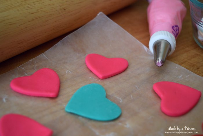 mini-lovebug-cupcakes-tutorial-fondant-hearts