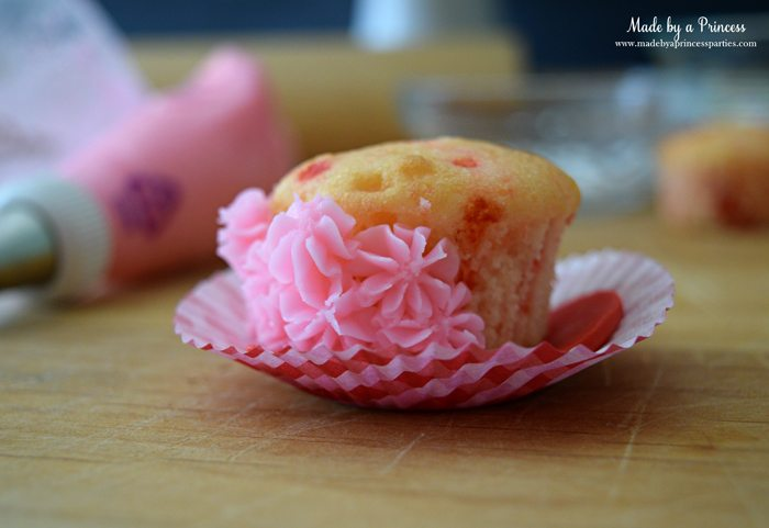 mini-lovebug-cupcakes-tutorial-pipe-stars-all-around-cupcake-starting-at-base