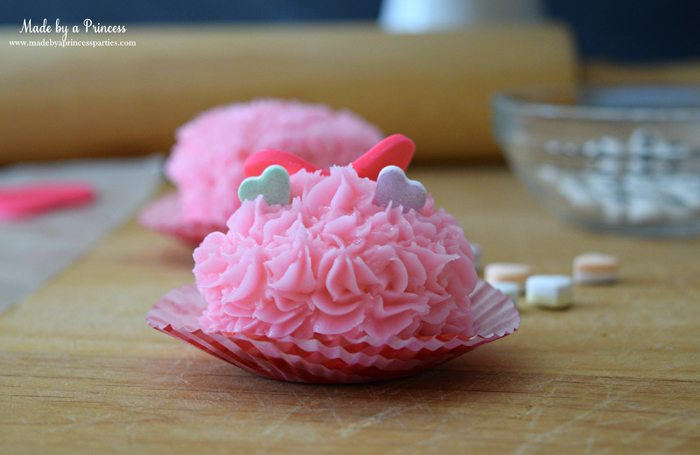 mini-lovebug-cupcakes-tutorial-place-heart-candies-on-top