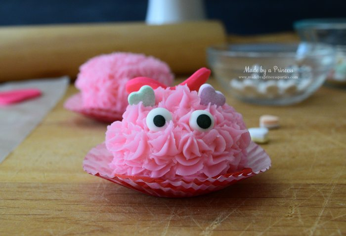 mini-lovebug-cupcakes-tutorial-place-royal-icing-eyes-front