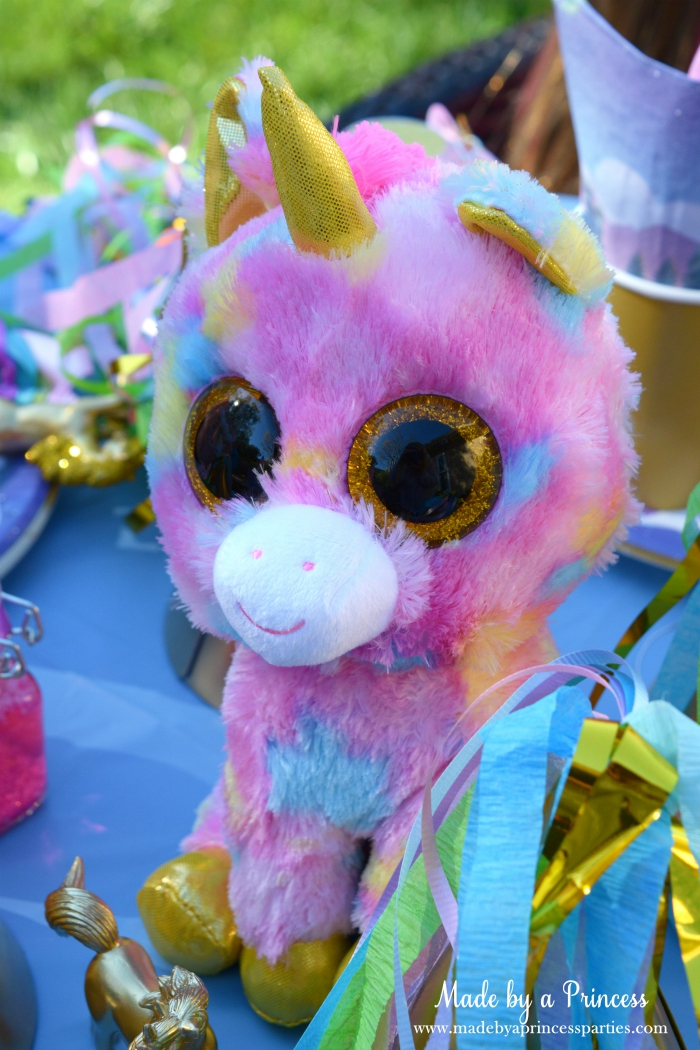 Unicorn Party Ideas Use Unicorn Stuff Animal as a Centerpiece - Made by a Princess #unicorn #unicornparty