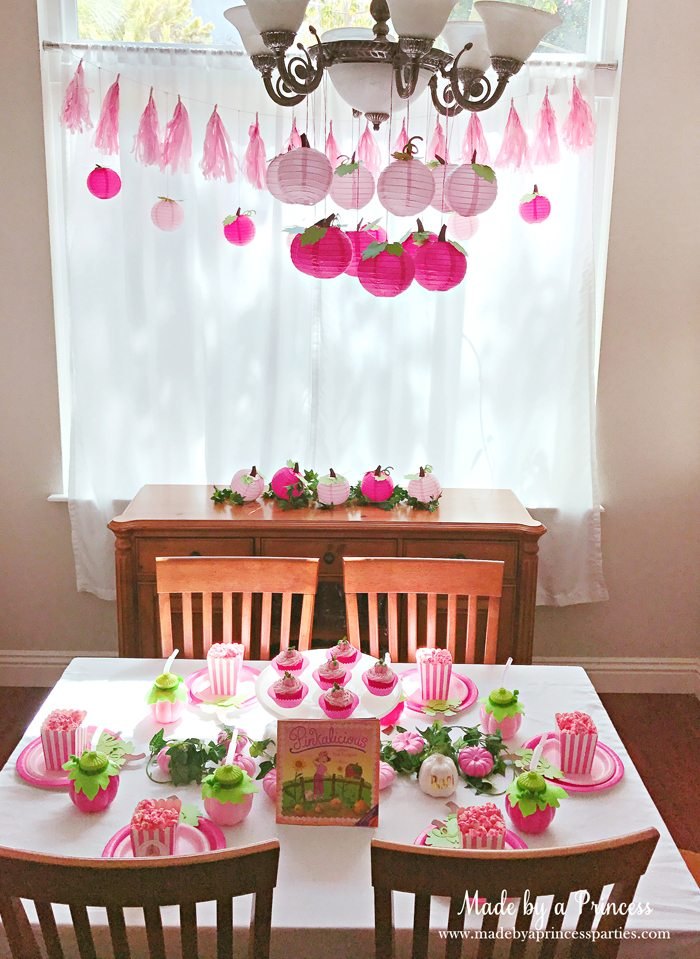 Pink Pumpkin Halloween Party Ideas table Made by a Princess #pinkparty #pinkoween #pinkpumpkinparty