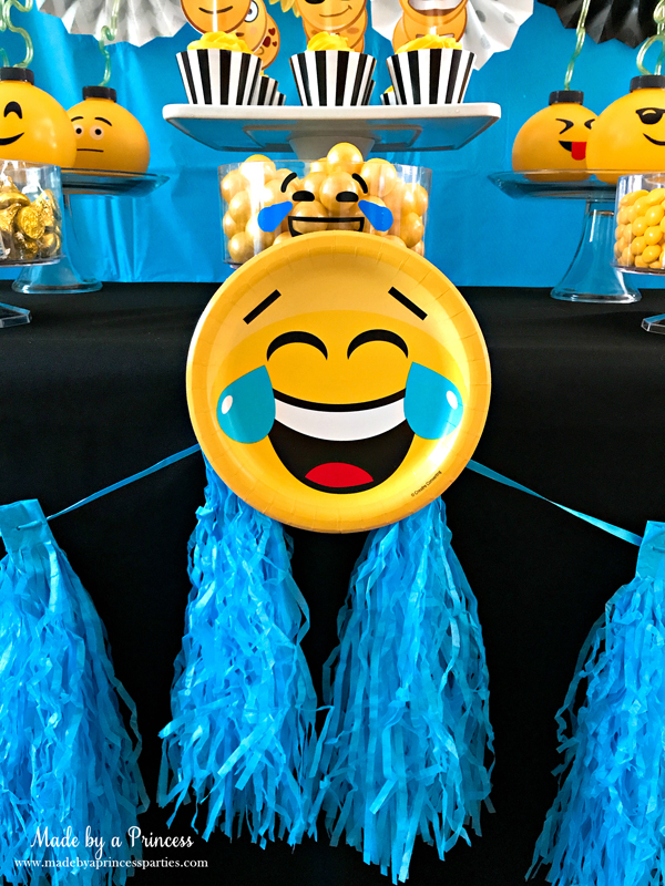 Emoji party ideas add a dessert plate to your garland decoration