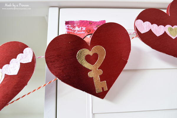 DIY Valentine's Day Countdown Banner with Sizzix 14 pocket hearts