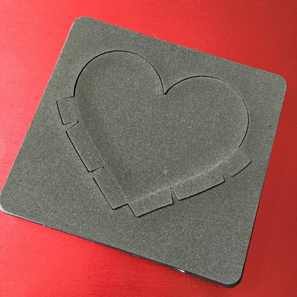 DIY Valentine's Day Countdown Banner with Sizzix heart die