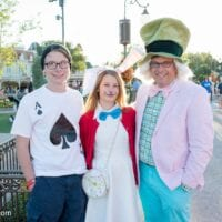 No-Sew Family Alice in Wonderland Costume Ideas